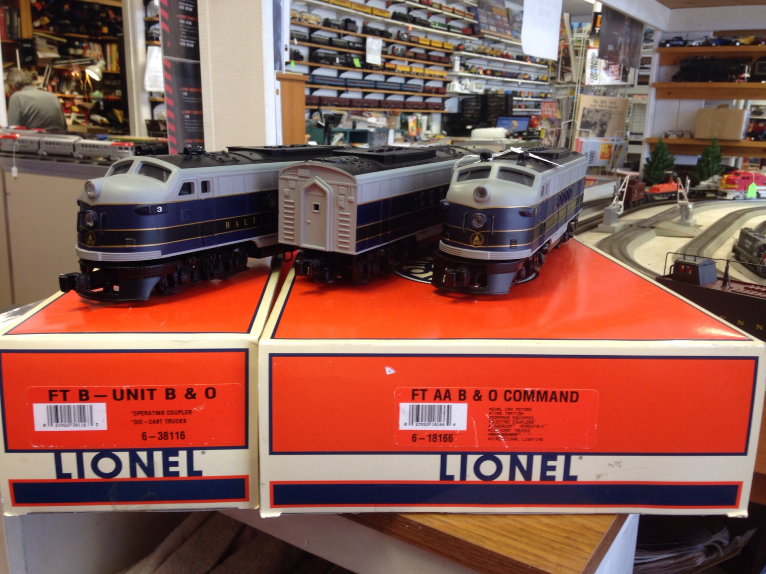 Lionel B&O FT ABA 6-18166/6-38116                       have 4 car passenger car set for additional cost.