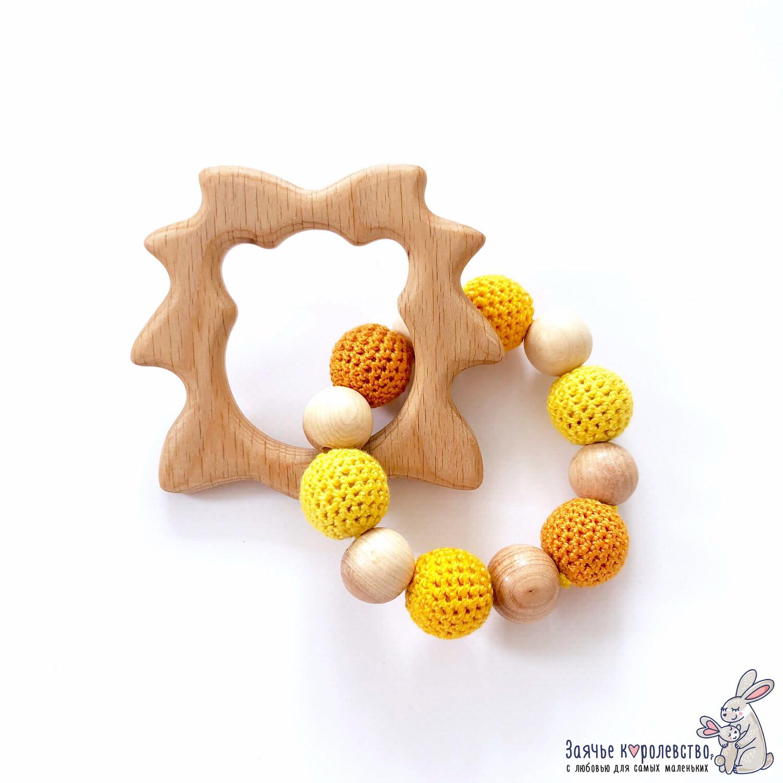 Грызунок из бука «Лев» желто-оранжевый-ярко-оранжевый