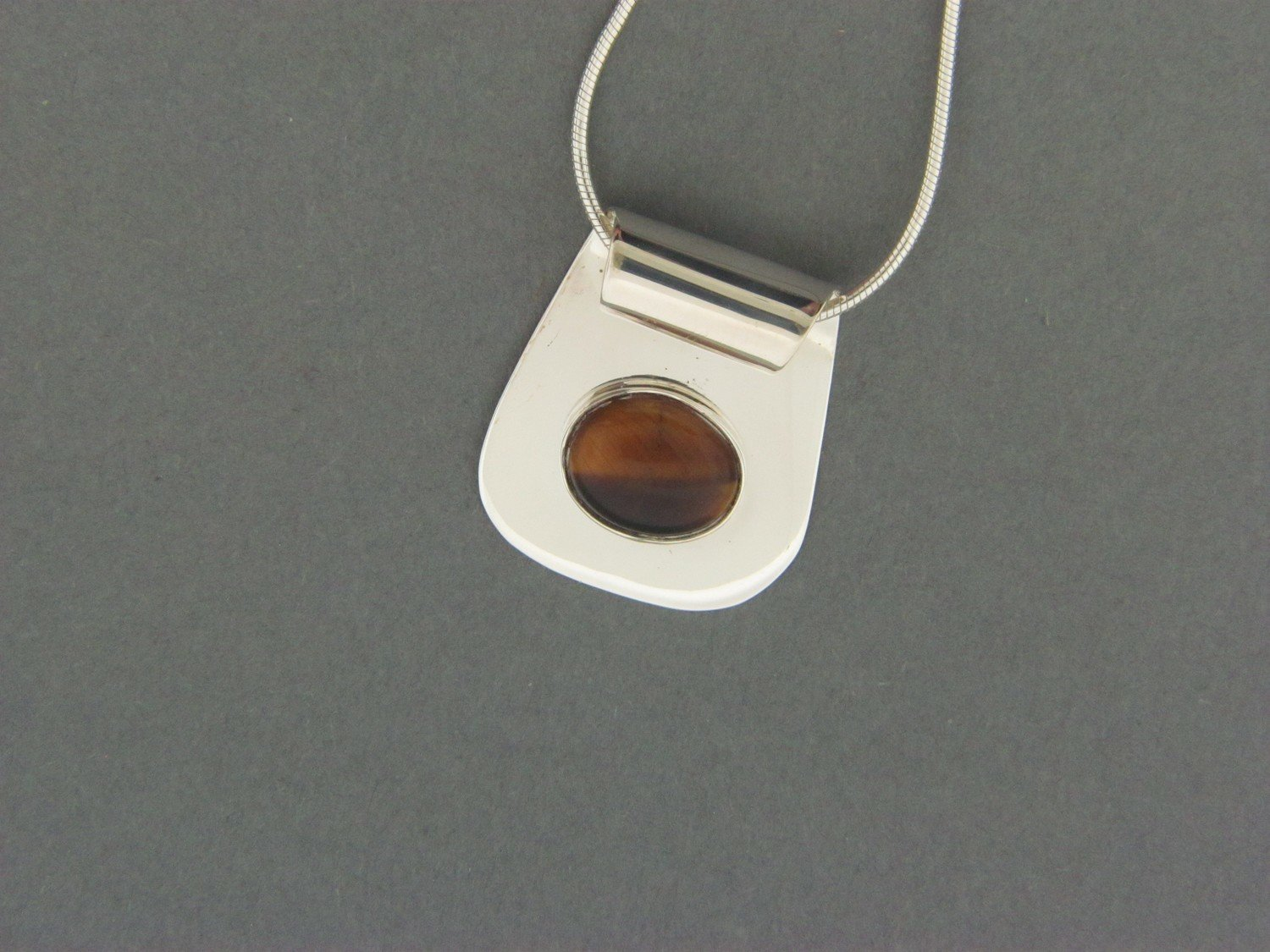 End Rolled Plate w/Stone Pendant