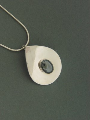 Smooth Tear Plate w/ Stone Pendant