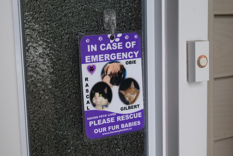 Emergency Pet Sign (Three photos)
