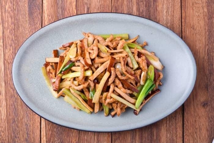 XXCC【小熊川菜】香干肉丝 Shredded Pork with Spiced Dry Tofu (每周二休息)