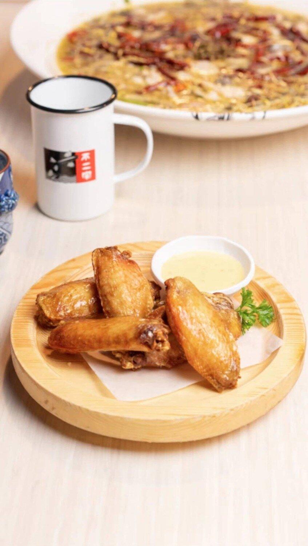 B2J【不二家酸菜鱼】小二哥爱炸鸡翅 Fried Chicken Wings