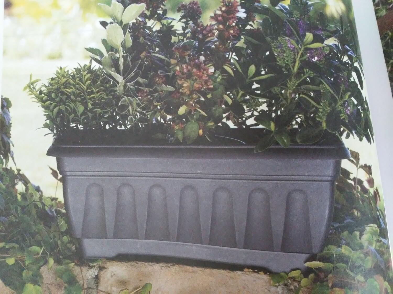 Balconetta fioriera rigata con sottovaso 50x20 cm in plastica