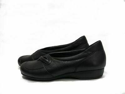 Crne ravne kožne ženske cipele  model 8530