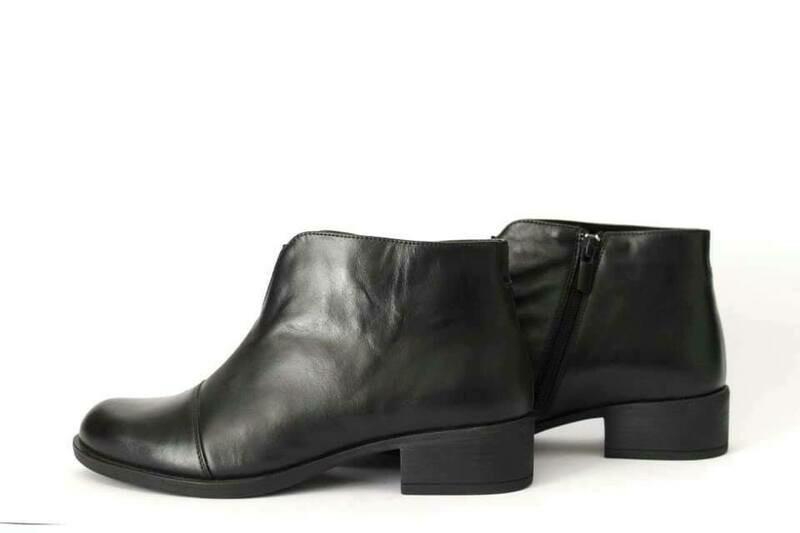 Plitke kožne cipele Model 12247