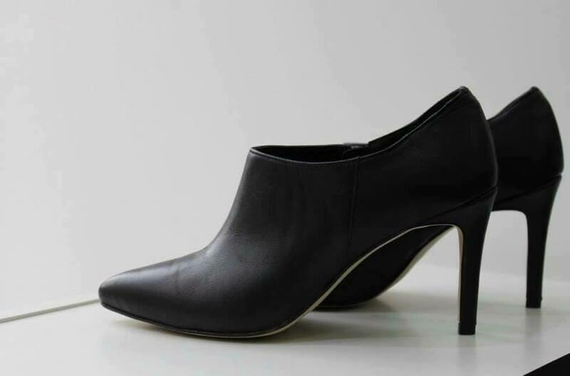 Crne kožne cipele na štiklu Model 1601