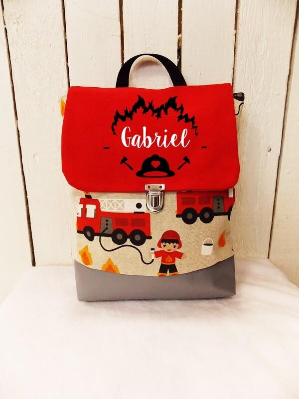 Sac à dos avec rabat maternelle fait main en coton et simili cuir avec prénom - bretelles réglables collection pompier