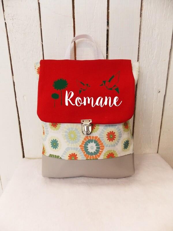 Sac à dos avec rabat maternelle fait main en coton et simili cuir avec prénom - bretelles réglables collection hexagones colorées