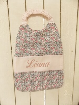Bavoir serviette prénom personnalisé coton éponge motif fleurs lilas et rose