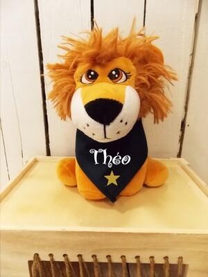 Petit lion en peluche personnalisé avec  bandana.