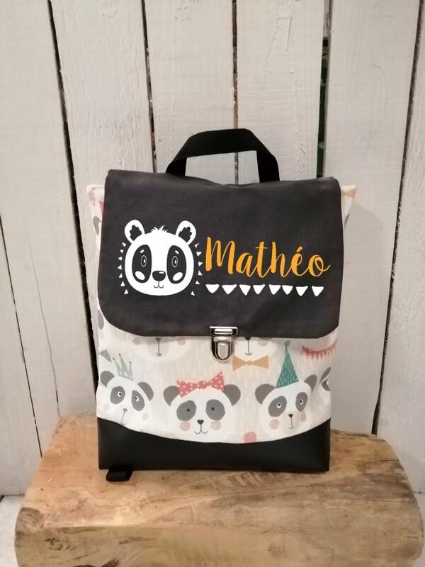 Sac à dos avec rabat maternelle fait main en coton et simili cuir avec prénom - bretelles réglables panda