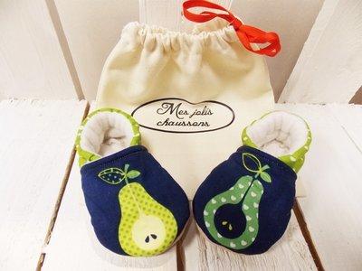 Chaussons bébé motif poire en coton et cuir