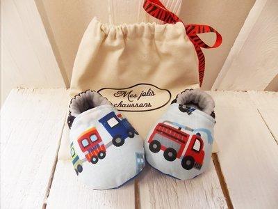 Chaussons bébé motif voiture en coton et cuir