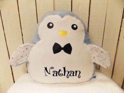 Grand coussin pingouin avec prénom bleu et coton étoiles