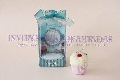 Invitación XV Caja Acetato Vela Cupcake