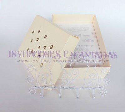 Invitación de XV Caja con Llavero de pared