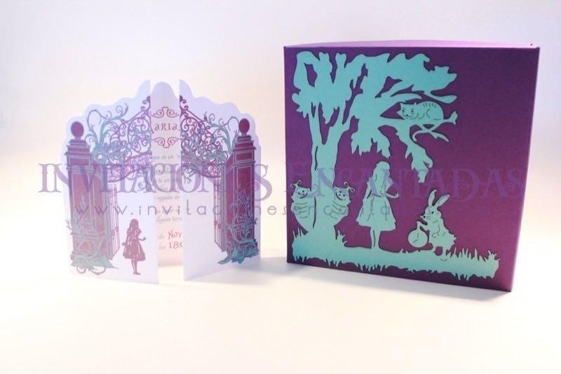 Invitación de XV Semirigida Alice in Wonderland