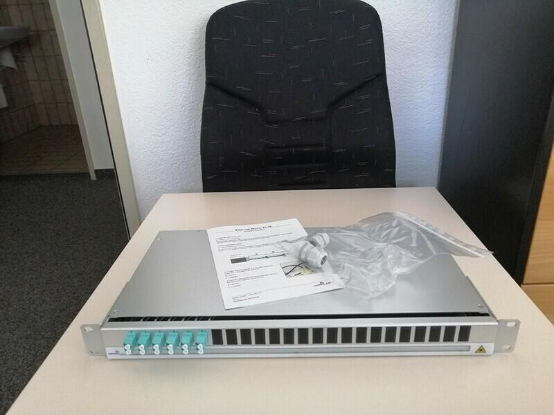 FIBER MGT DWR 1U 12xOM3 LCD Preloaded