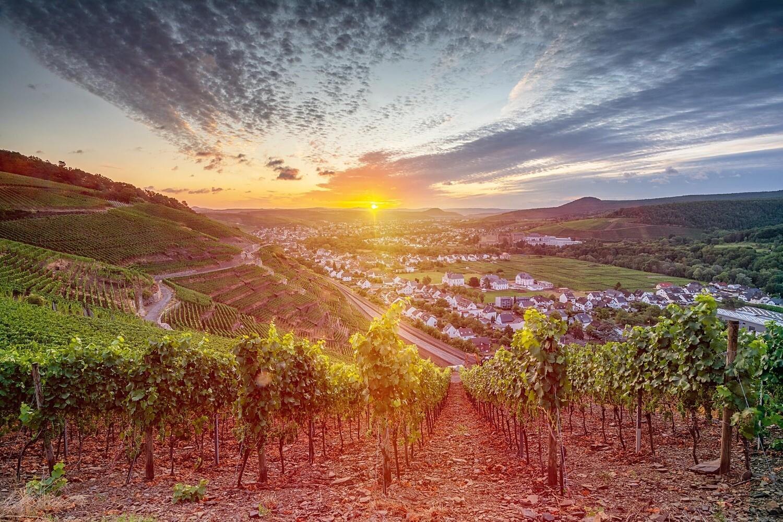 Goldener Sonnenaufgang über Bad Neuenahr-Ahrweiler - Leinwand