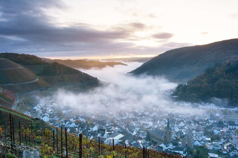Fließender Nebel in Dernau - Leinwand