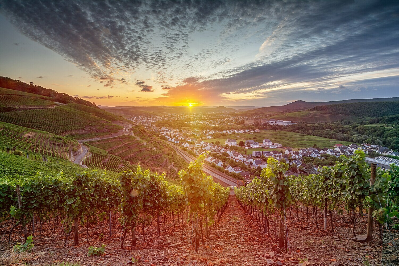 Goldener Sonnenaufgang über Bad Neuenahr-Ahrweiler