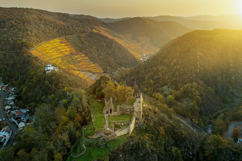 Burg Are im Sonnenaufgang