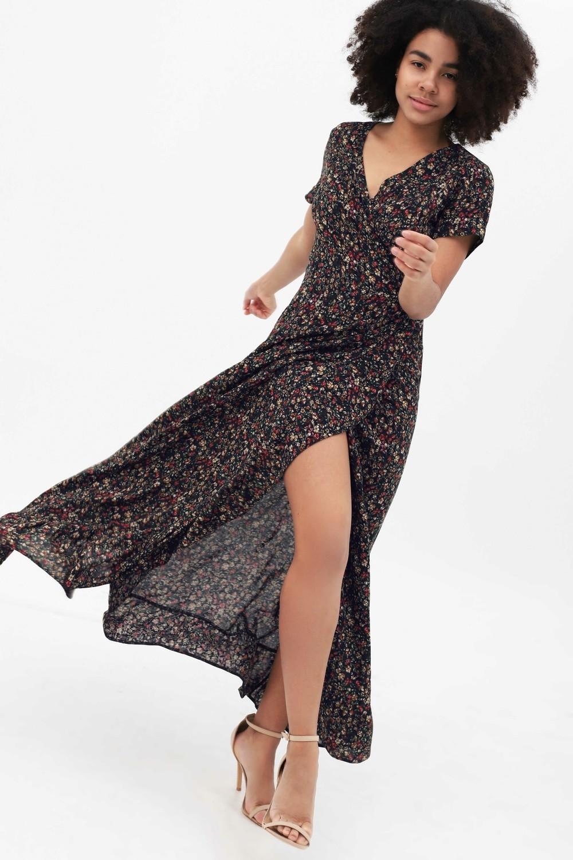 Платье в пол на запах с воланом темно-синее с цветочным принтом