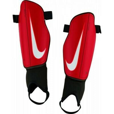 Espinilleras Nike Charge con tobilleras