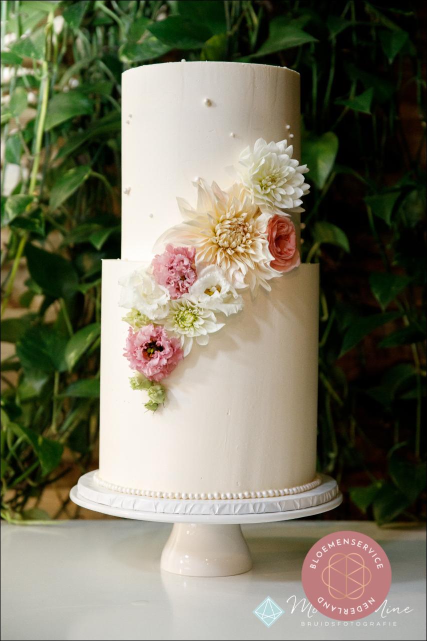 Bruidstaart bloemen Stunning