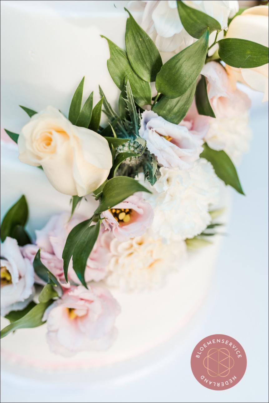 Bruidstaart bloemen Classy