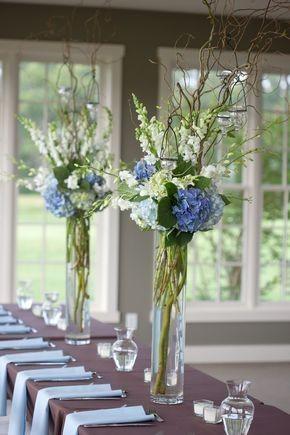 Hoge vaas met bloemen