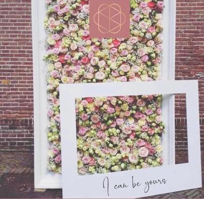 Huur frame/kast om bloemenmuur in te maken