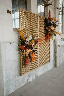 Bali collectie: Backdrop met twee luxe bloemstukken naar keuze