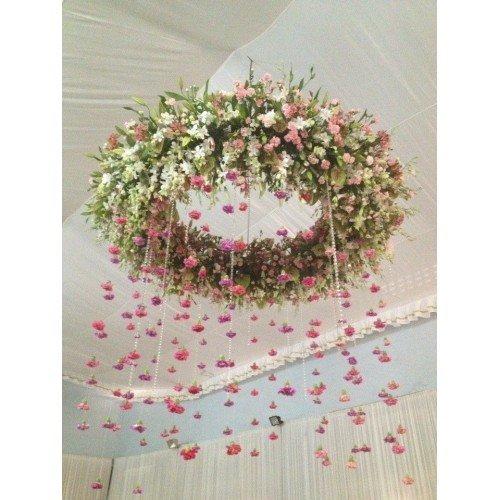 Zwevende bloemenkrans