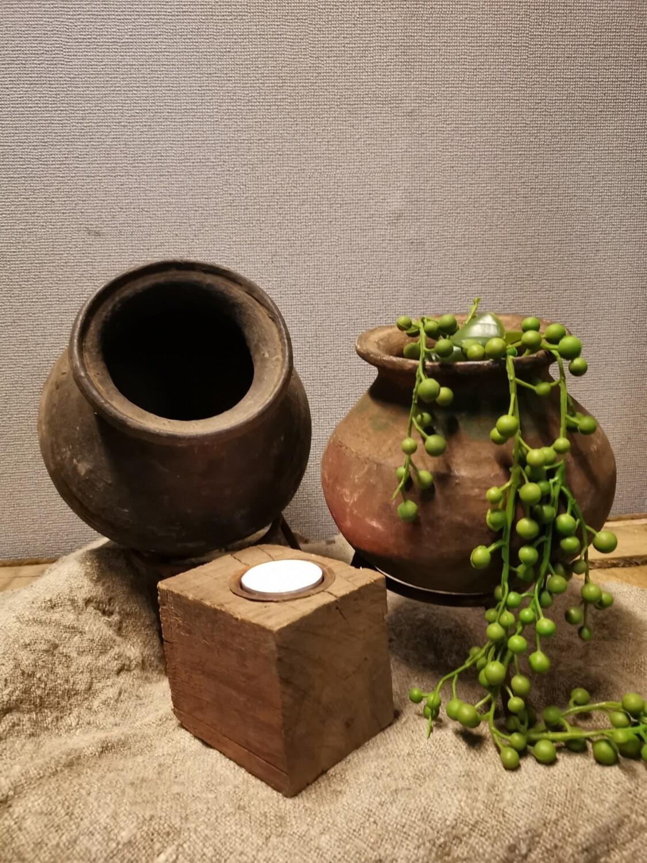 Oude stenen oliepotje incl standaard