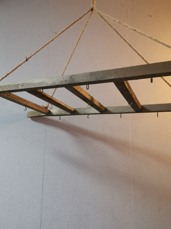 Hangende ladder m