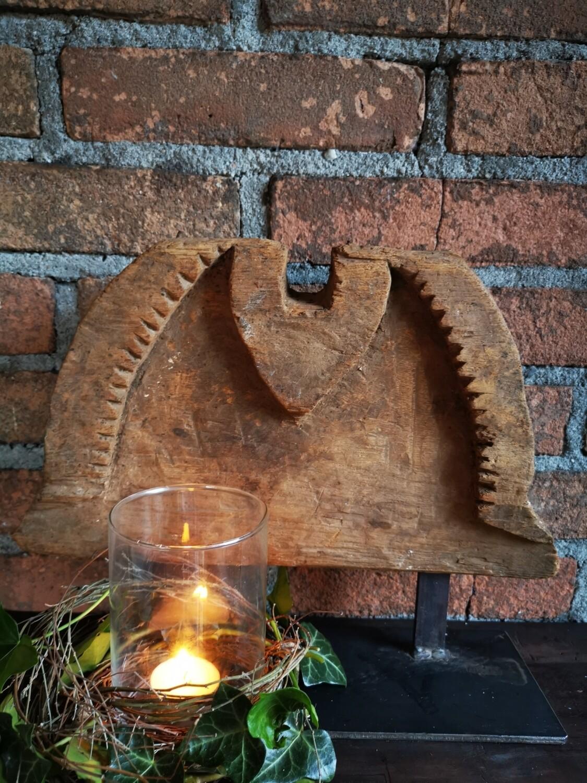 Houten ornament op staander