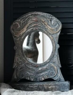 Sobere staande, houten spiegel #1