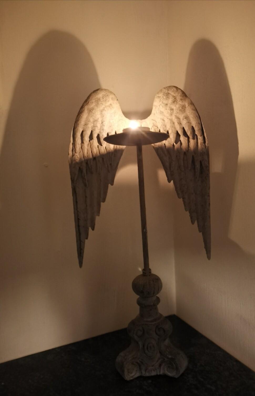 Metalen theelichthouder met engelenvleugel