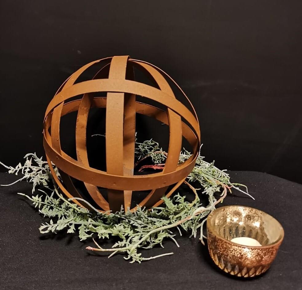 Roestige decoratie bal