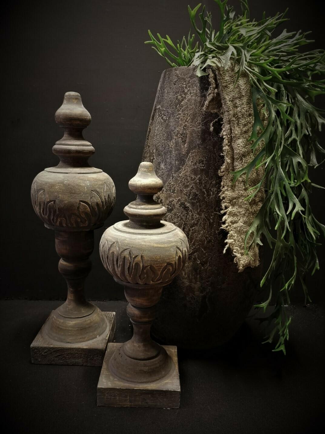 Grijs houten ornament L