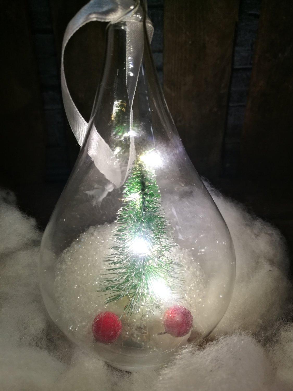 Glazen kegel met led licht en dennenboom