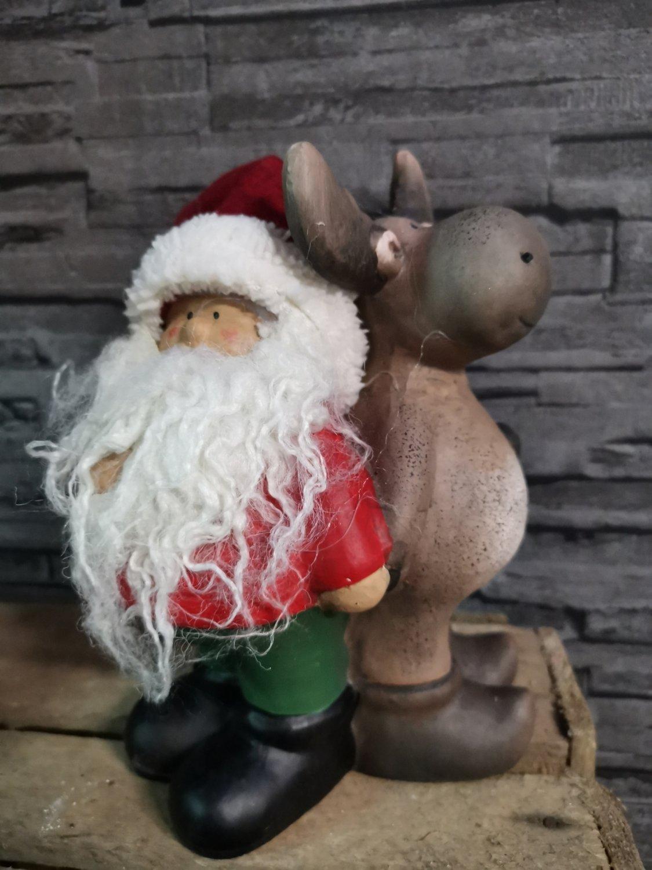 Kerstman staand met eland