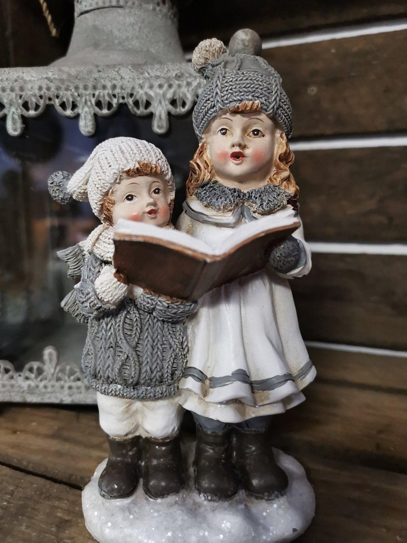 Jongen en meisje met boek