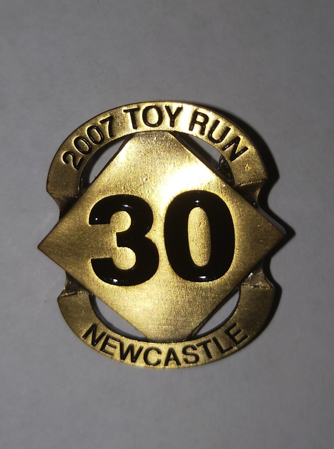 2007 Commemorative metal badge (safety pin)