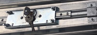Paire de Tiges de serrure pour Rideaux et Grilles métalliques