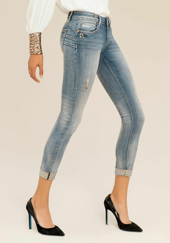 Jeans shape up con applicazioni