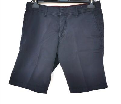 Solid color men's shorts