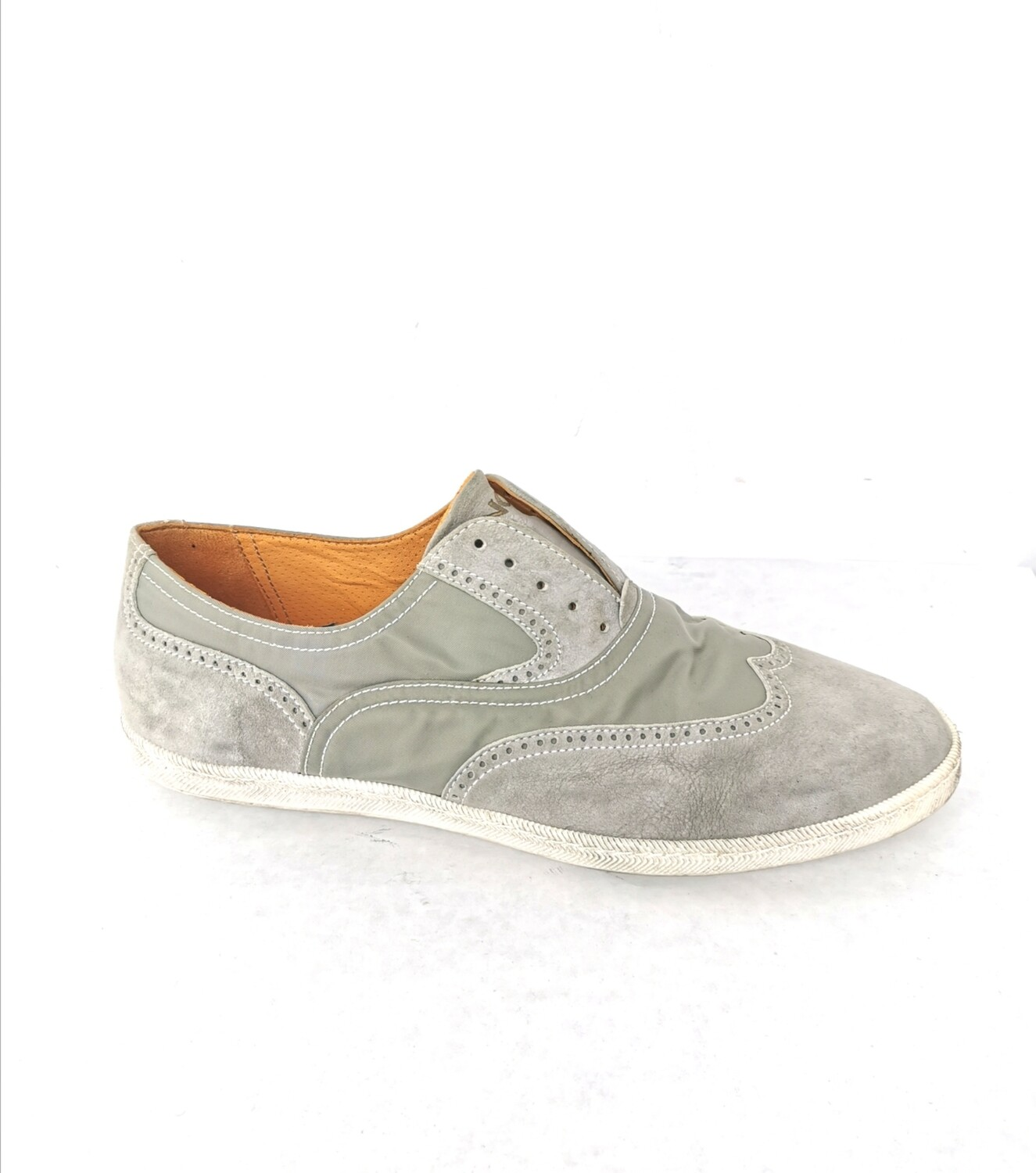 Low leather shoes